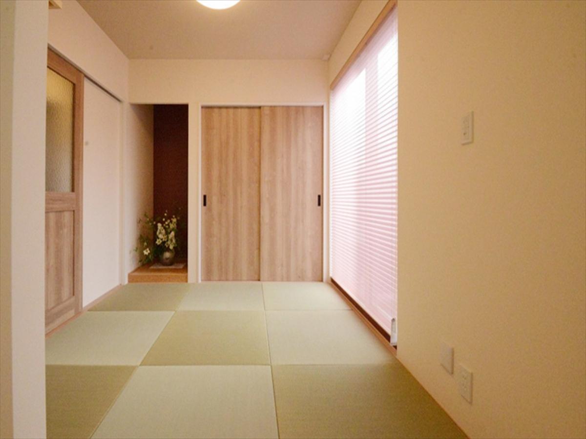 リビングの隣に和室。来客時だけでなく、毎日のお子様のお昼寝スペースとして。