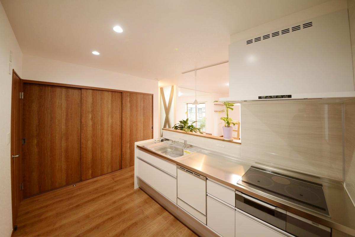 機能性バツグンのキッチンは、憧れのステンレスキャビネット!