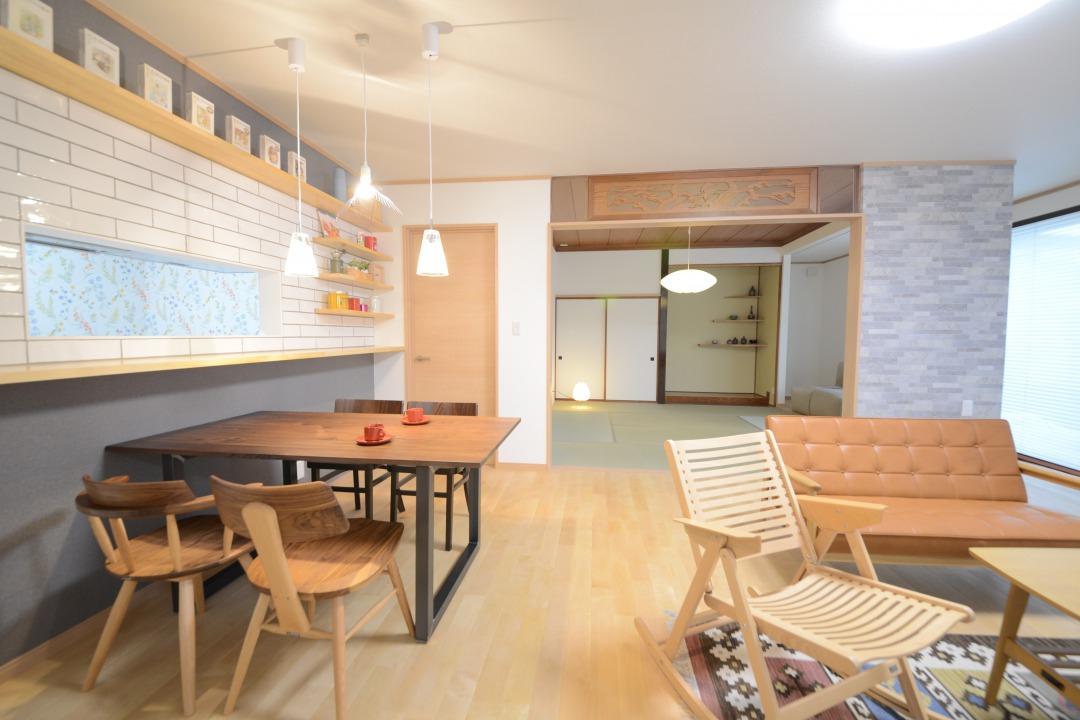 リビング・ダイニング・キッチン・和室・縁側。全部で30帖近い広さがあります。ご親戚や、お友達が集まっても、ゆったりお過ごしいただけます。