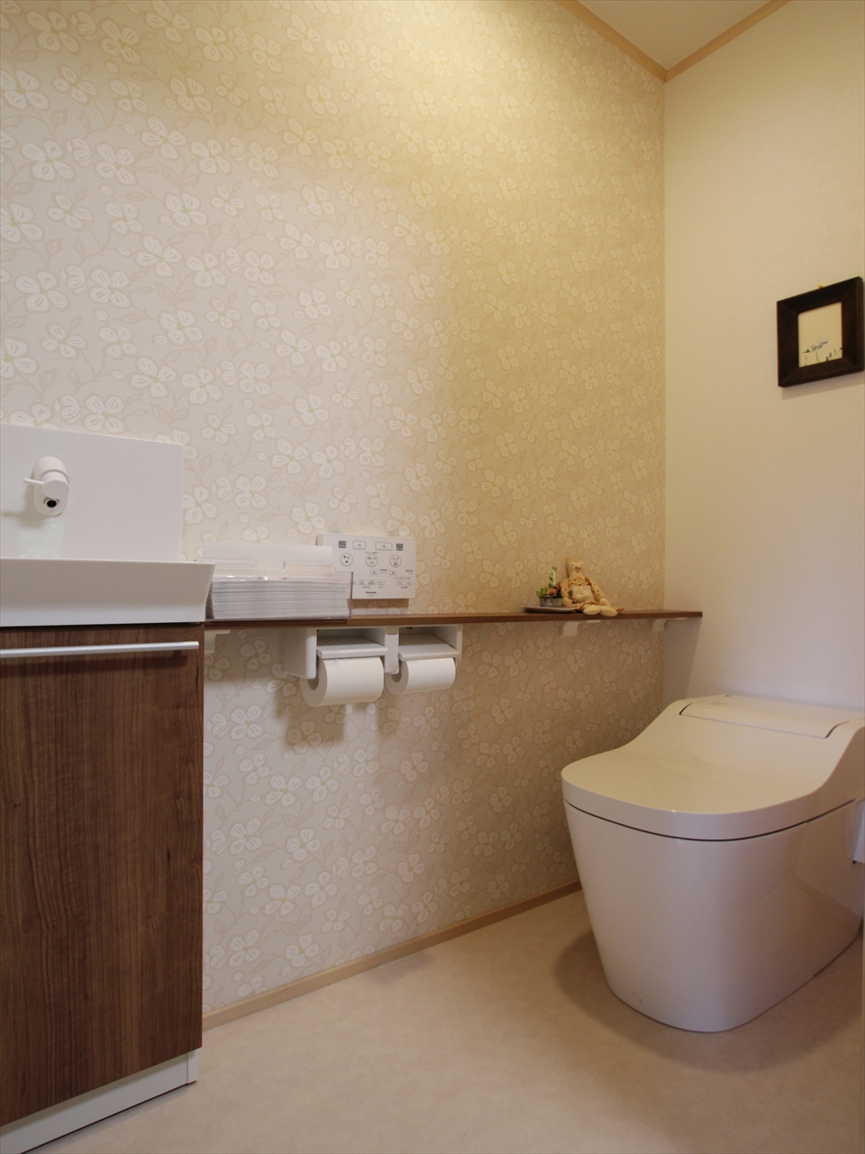トイレが一カ所増えました。今話題のアラウーノがお客様をお出迎えします。