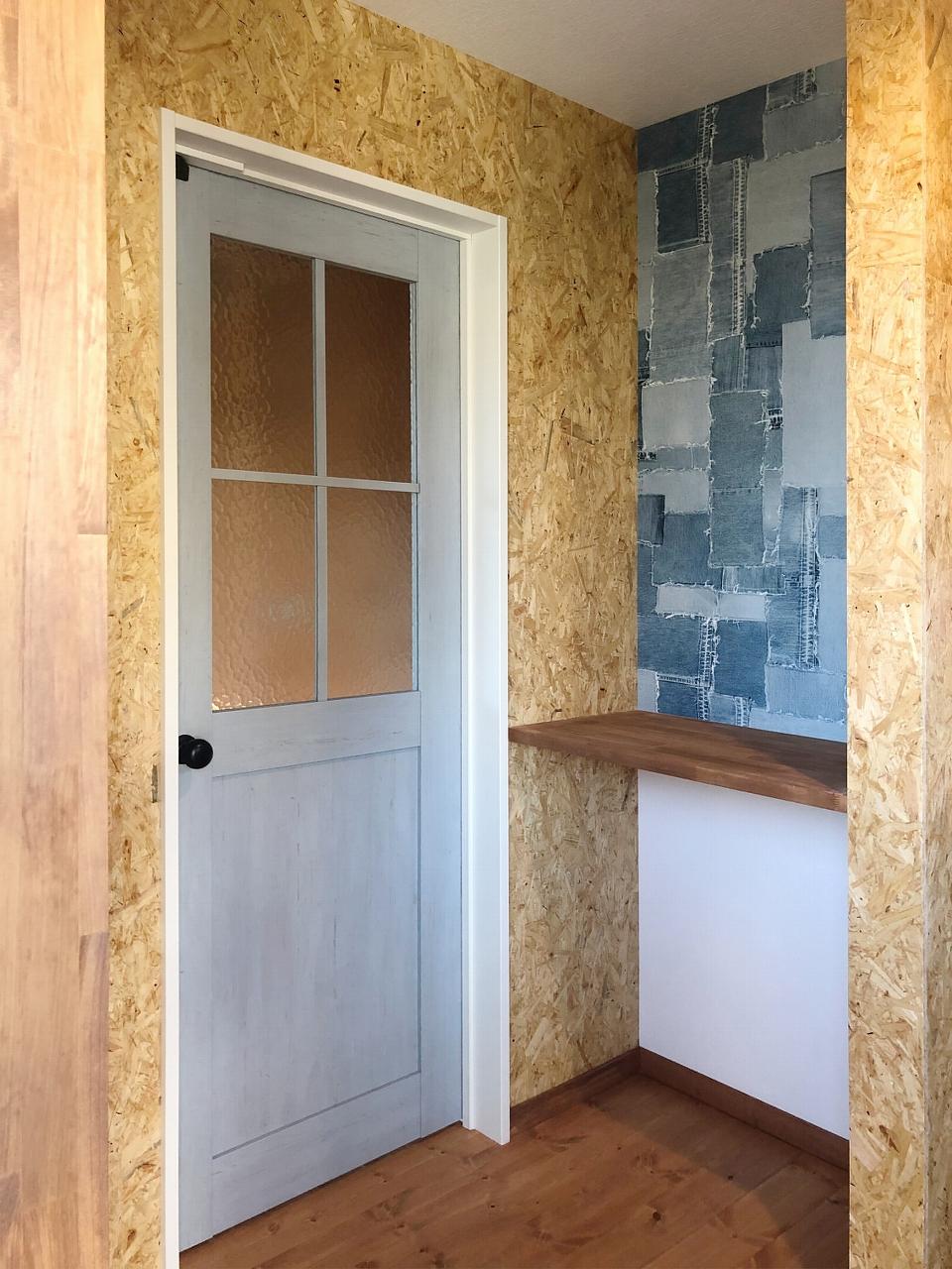 ビンテージ調の可愛らしいドアが、ご家族の帰りを毎日あたたかく迎えます。